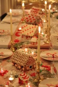 ChristmasDinnerTable-GingerbreadHouseswithCandles