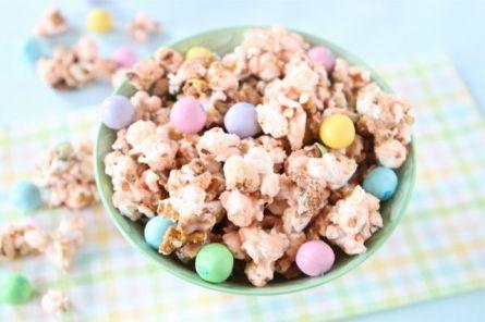 Salted-Caramel-Easter-Popcorn